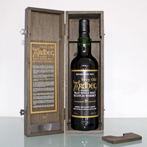 Ardbeg 30 Years Old box